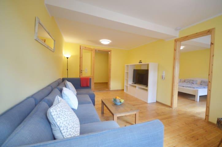 Wohnzimmer mit 2 Extra Schlafmöglichkeiten auf Anfrage und Kabel TV
