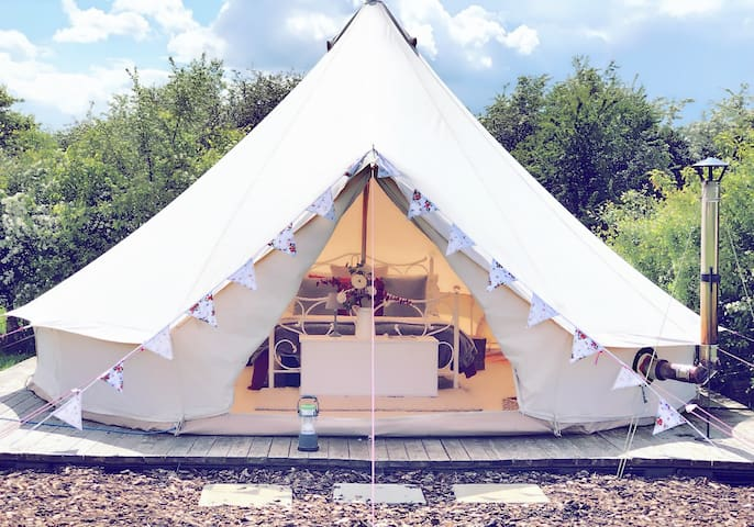*Glamping* Furnished Bell Tent with Indoor Fire ||