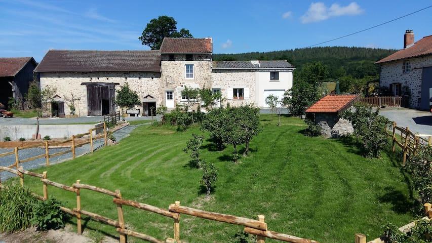 ancien corps de ferme en pleine nature - Rilhac-Lastours - Haus