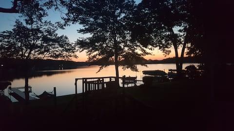 Getaway lake cottage