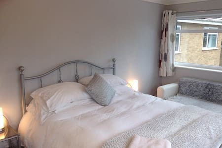 Kingsize Bed with private bathroom - Horton