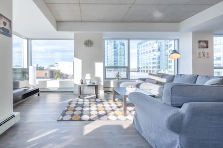 Upscale 1br in the Heart of Downtown - Big Views