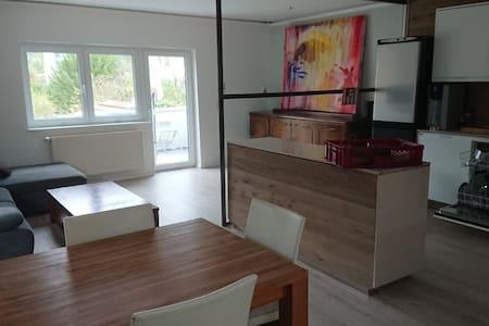 Helle - Große - Gemütliche 3 Zimmer Wohnung