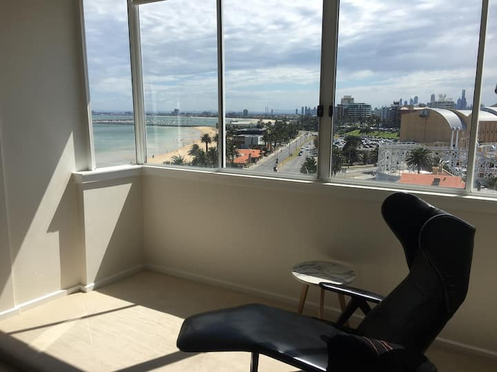 Spectacular St Kilda beachfront Apartment