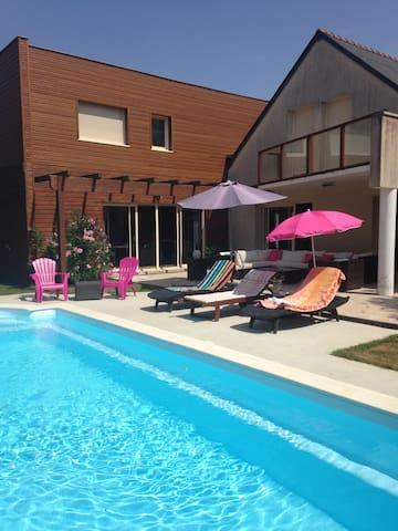Belle maison avec piscine chauffée - Le Lion-d'Angers - Huis