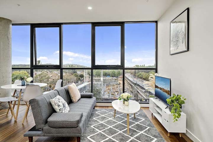 Executive City-centre Apartment with Parking