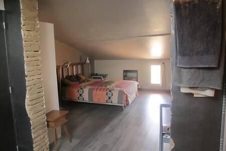 Chambre spacieuse et privative proche Via Garona