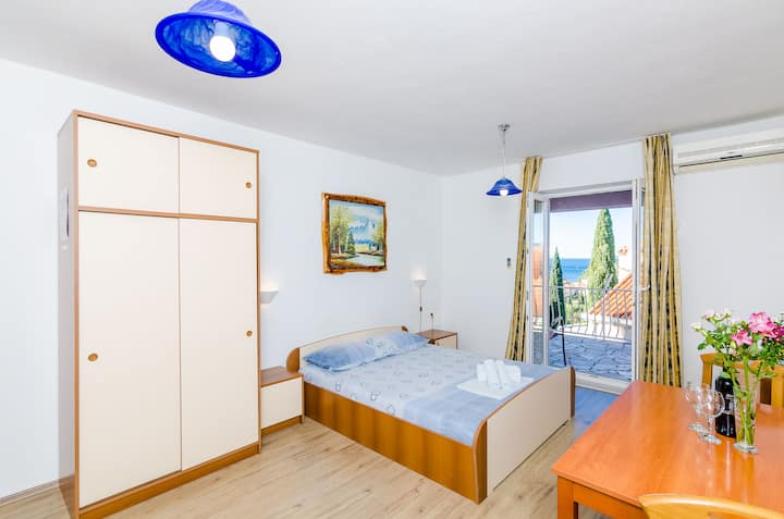 Comfort Studio Apartment with See View A2