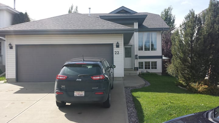 Private bedroom and bath in Fort Saskatchewan