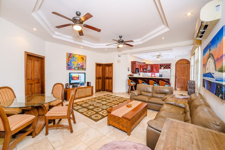 Best value for your $ with a Rooftop - Tamarindo - Appartement