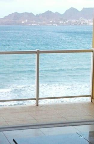 2 PIECES   BAIE DE MINDELO  VUE EXCEPTIONNELLE - Lazareto - Apartment