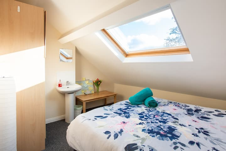 Double attic room, close to city 3 (of 3)