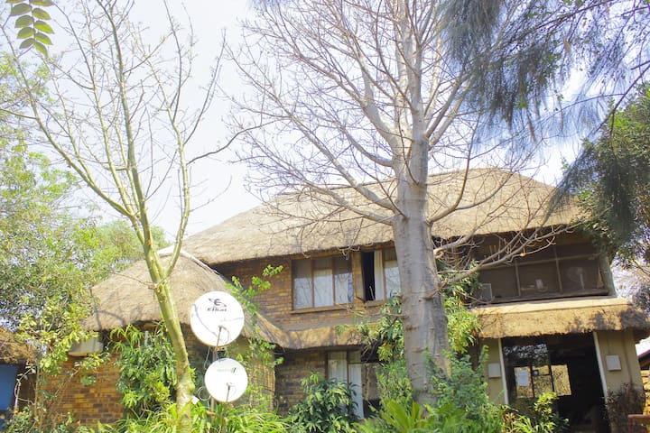 Chobe.Sekama.guest.residence