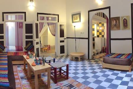 "Riad ""DAR MOUNA"" un rez-de-chaussée privatif. - Essaouira"
