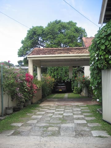 Bed and Breakfast available  in Colombo 7