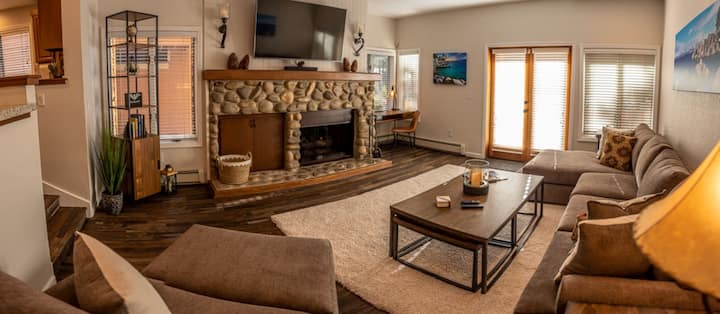 Luxury, Skiing or Beach 3 BDRM McCloud- garage