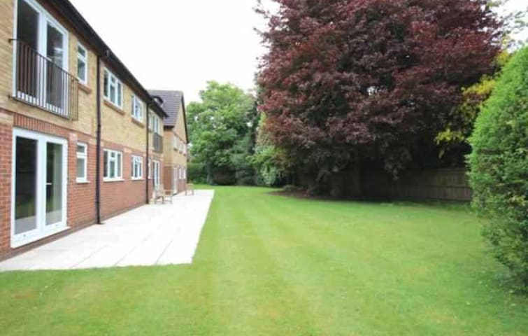 Bright and Cosy top floor apartment with parking - Henley-on-Thames - Apartemen