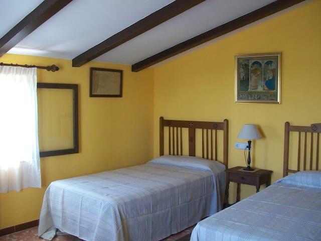 Dormitorio con 2 camas de 105 cm.