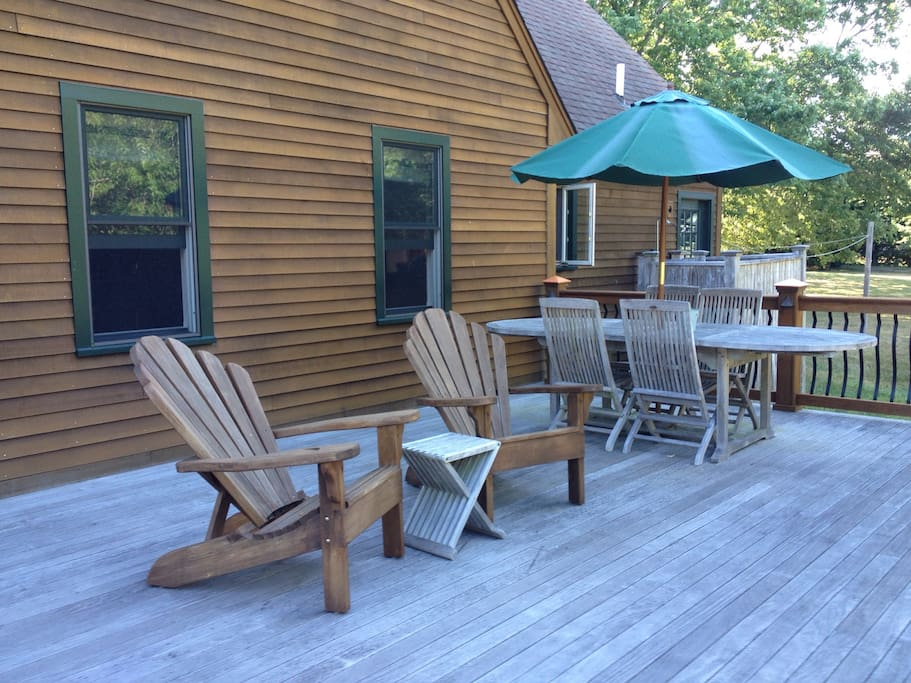 Quiet back deck to relax & unwind