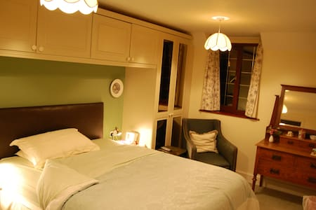 No1 The Laurels B&B---Green Room - Henfield - Bed & Breakfast