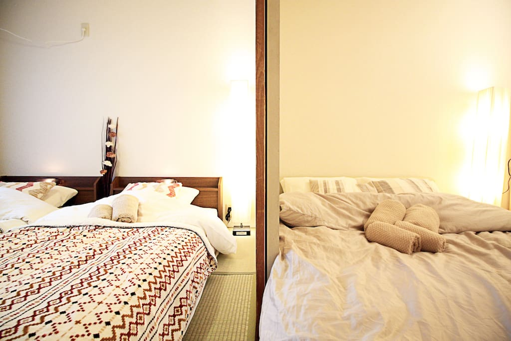 2 Single bed and 1 double bed, suitable for 4 adults