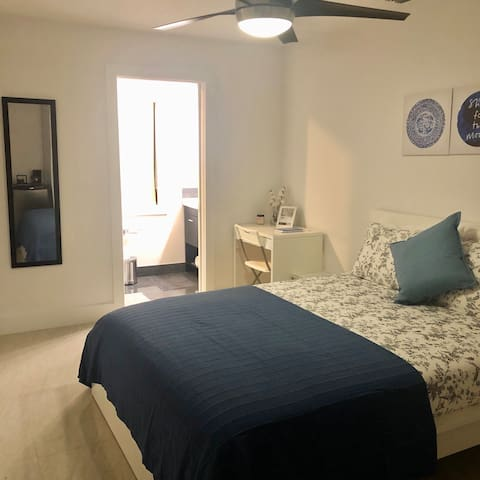 Brand new ,cozy ,modern bedroom,minutes from MIA.!