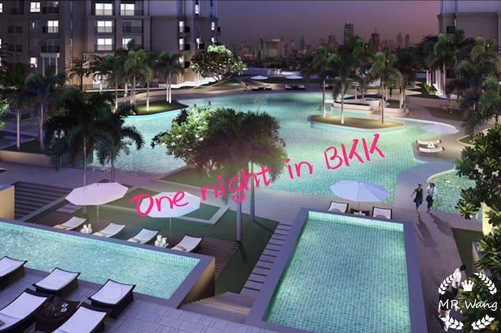 One night in BKK/火车夜市/RCA/2 bedroom最炫城市风.可提供接机服务