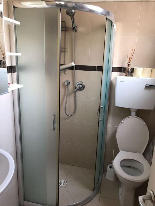 shower / washing room