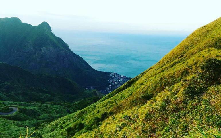 茶壺山俯瞰陰陽海,山與海堆疊的美。