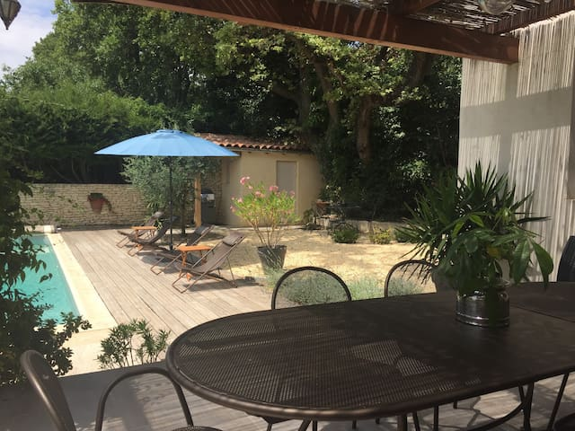 Villa 2km d'Avignon, piscine privée, climatisation