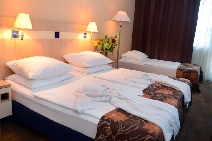 Privat room with breakfast, free parking & fitness