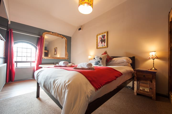 Deluxe Double w/ Ensuite - The Pug & Greyhound B&B