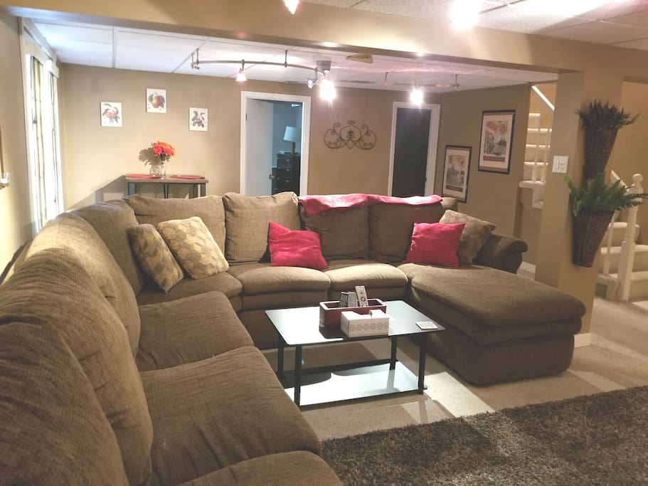 Large living room with double pull-out in sectional