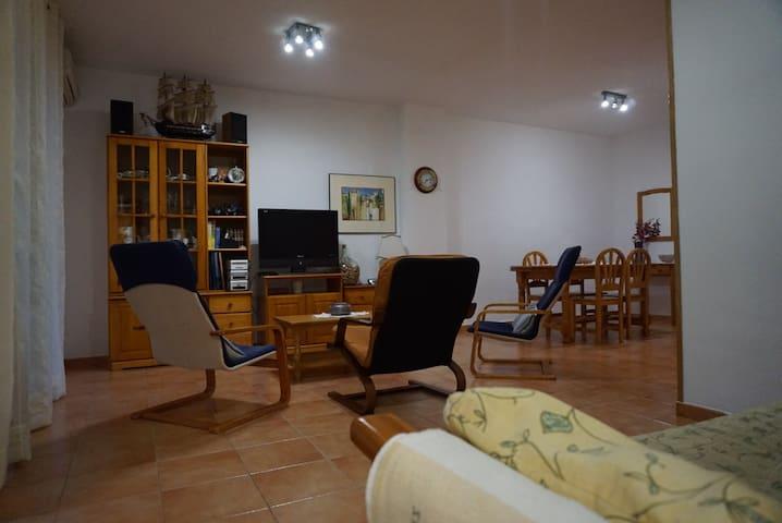 Apartamento con jardin privado y Wi-Fi
