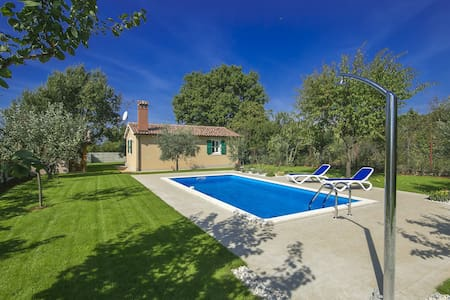 Charming one bedroom Villa Oliva with Pool - Mušalež - Casa