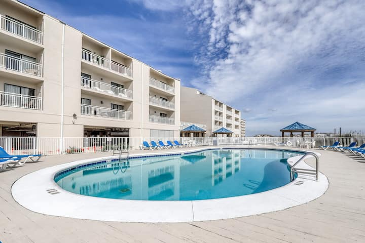 Centrally-located condo w/ beach views, shared pools, sun deck, & tennis courts