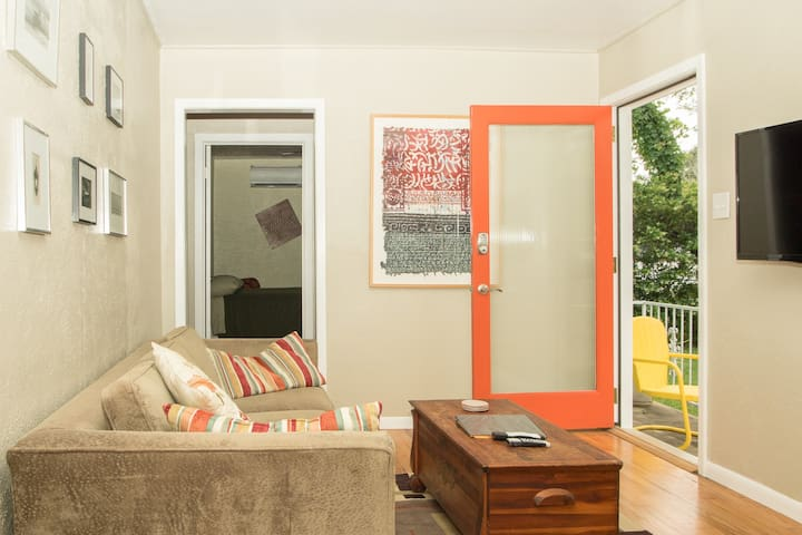 Private Suite, South Central Austin