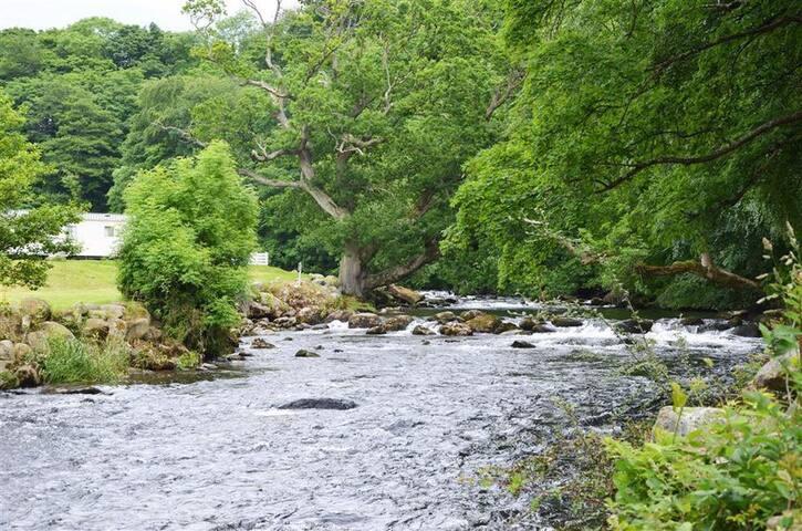 Whispering River Chalet in Caeathro, Caernarfon