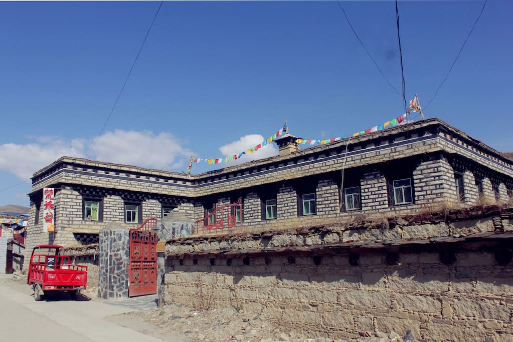 garze dating site Road from ganzi china to litang tibet  for its lamasery (tibetan monastery)  containing buddhist scriptures and printing blocks dating back to the 18th  century,.