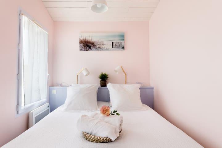 Chambre avec lit de 160cm (séparable si nécessaire en 2 lits 1 personne)