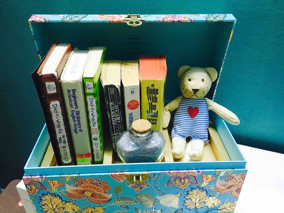 U see this box is really cute, right?! U can enjoy stories from romantic books to relaxing books. It is special because u can connect the box thru the Bluetooth to listen to the music.