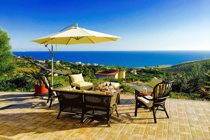 Villa PERLA: Luxury waterfront and Swimming Pool