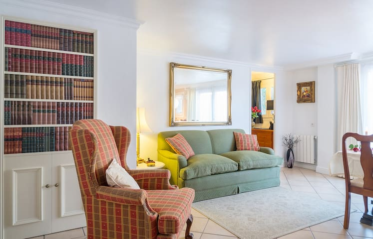 Stunning 2 bed basement apartment