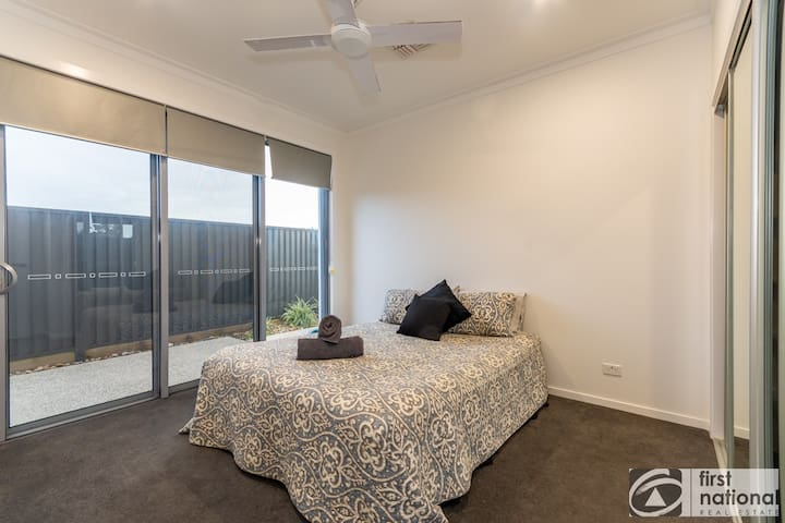 Fifth Bedroom on ground floor for easy access, foxtel