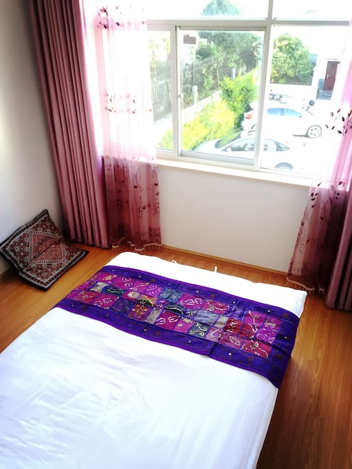 Single bed room  with courtyard view