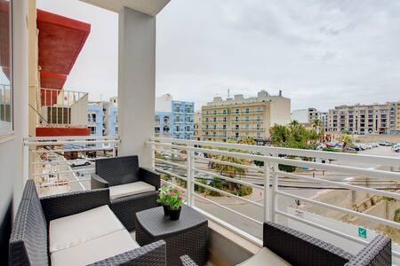 Modern 2 Bedroom Apt close to the Sea + FREE WiFi - San Pawl il-Baħar