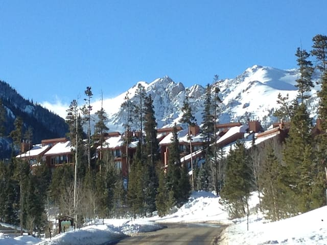 Play in the Mountains, Relax in our Retreat!