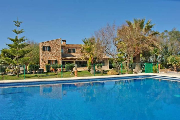 Luxury Cottage w/ large pool, terraces and garden