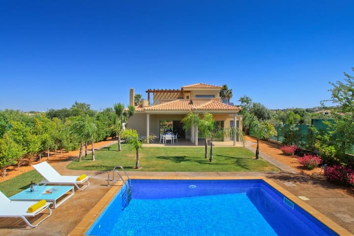 New Private 3 bed Villa & Pool in Gale Albufeira