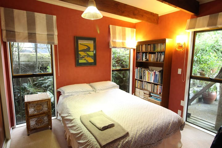 Bush, Beach, Birds, 1  Double Bedroom,
